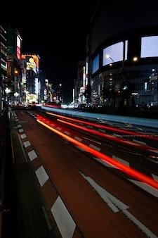 Nachtleben stadt funkelt aus licht