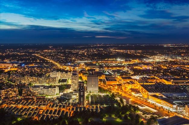 Nachtluftaufnahme von münchen, deutschland