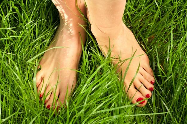 Nackte füße der frau