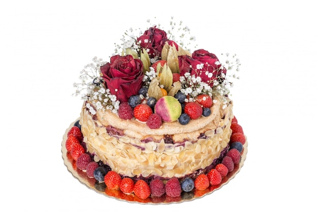 Nackter kuchen aus früchten und blumen. zur hochzeit und zum jubiläum.