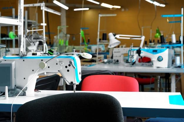 Nähabteilung eines textilfabrikinneren