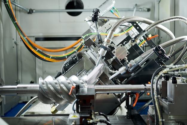 Nagelneuer motor in der fabrik