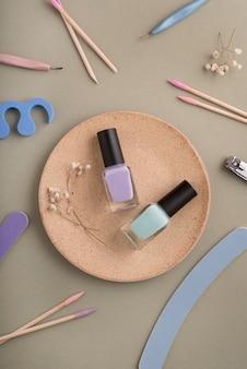 Nagelpflege-stillleben mit platte