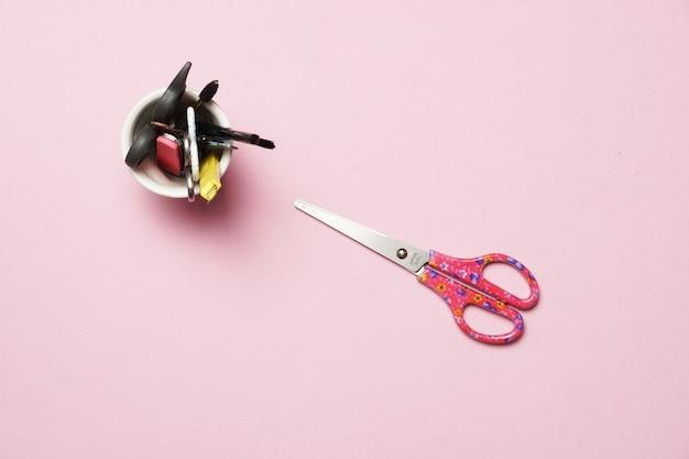Nagelpflegeutensilien für hand- und fußmaniküre oder podologiekonzept flach