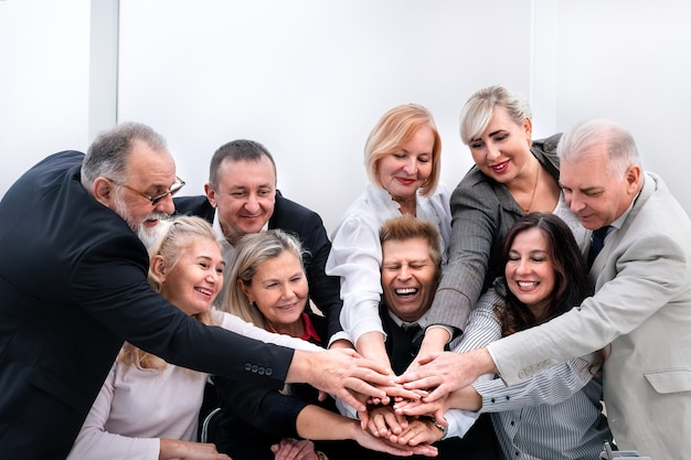 Nahansicht. professionelles business-team zeigt ihre einheit. das konzept der teamarbeit
