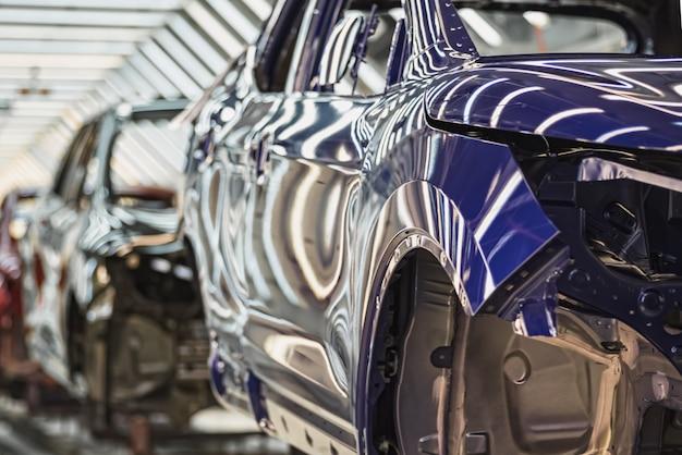 Nahaufnahme auf der produktionslinie der autofabrik