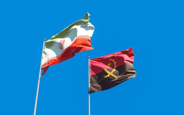 Nahaufnahme auf flaggen des iran und angolas