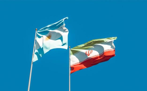 Nahaufnahme auf flaggen des iran und argentiniens