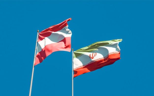 Nahaufnahme auf flaggen des iran und österreichs