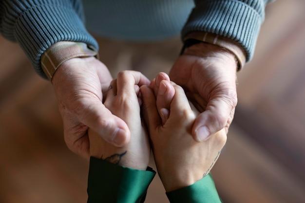 Nahaufnahme auf händen halten
