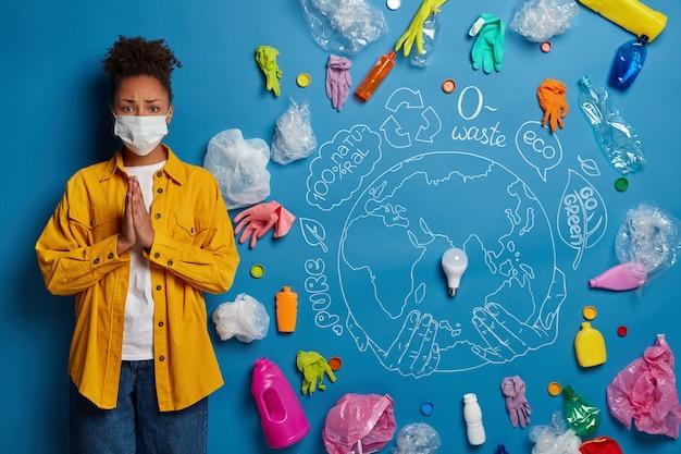 Nahaufnahme auf junge frau aktivistin in der nähe von ökologie konzept collage