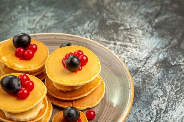 Nahaufnahme auf leckerem pfannkuchenhaufen