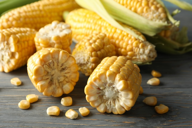 Nahaufnahme auf mais und maissamen