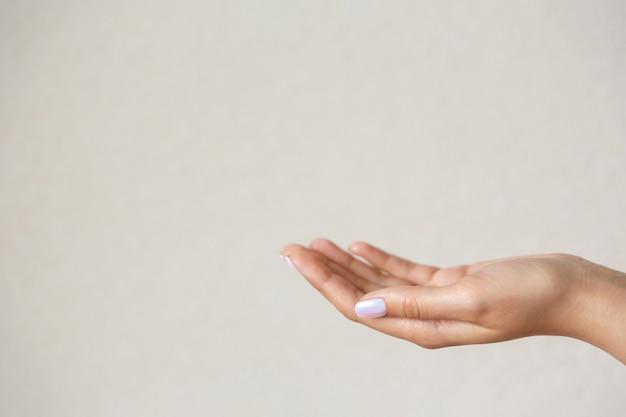 Nahaufnahme auf schönen handgesten isoliert