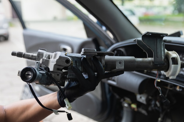 Nahaufnahme autolenkrad reparatur nach dem unfall