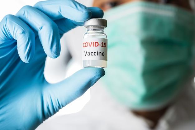 Nahaufnahme coronavirus-impfstoffinjektion
