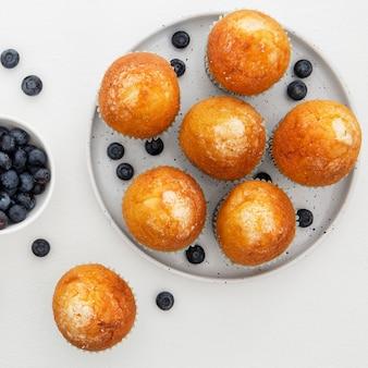 Nahaufnahme cupcakes und blaubeeren