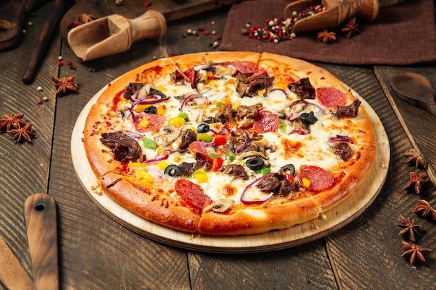 Nahaufnahme der frischen leckeren pizza