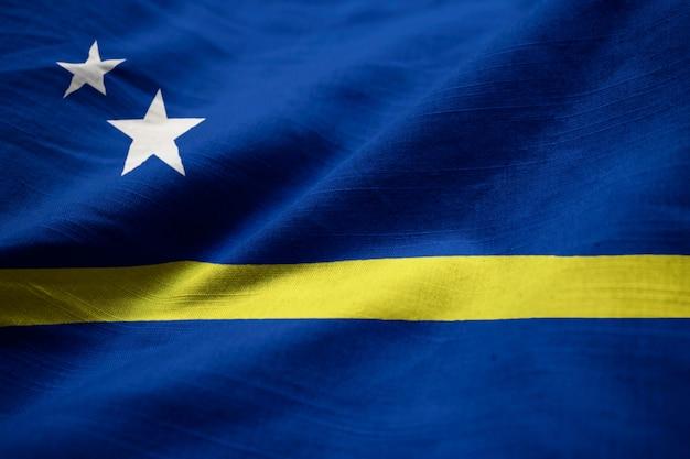Nahaufnahme der gekräuselten curacao-flagge, curacao-flagge, die im wind durchbrennt
