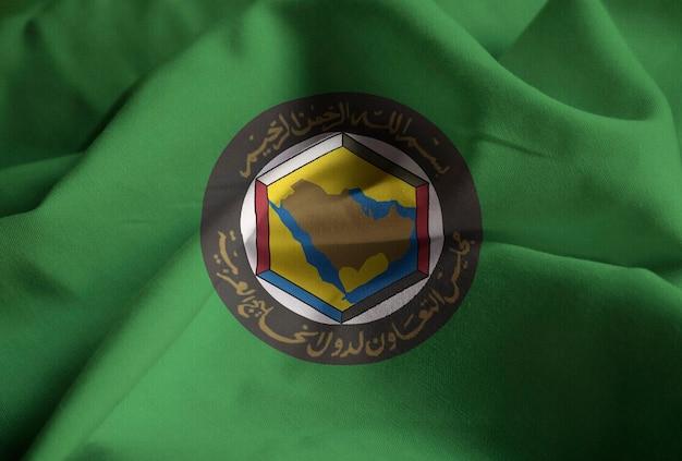Nahaufnahme der gekräuselten golf-kooperationsrat-flagge, gcc-flagge, die im wind durchbrennt