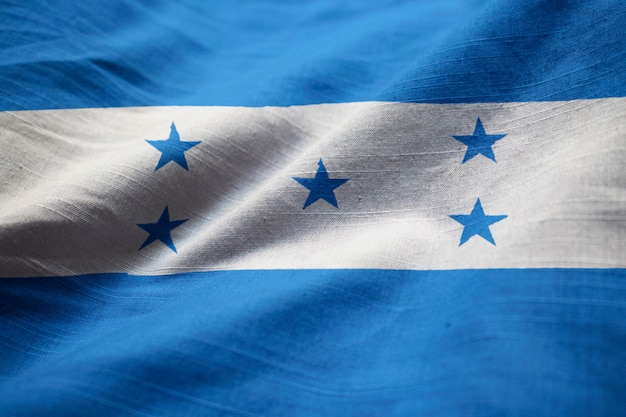 Nahaufnahme der gekräuselten honduras-flagge, honduras-flagge, die im wind durchbrennt