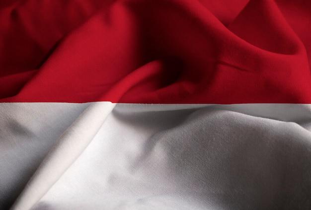 Nahaufnahme der gekräuselten indonesien-flagge, indonesien-flagge, die im wind durchbrennt