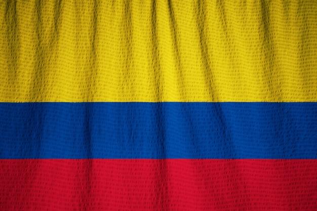 Nahaufnahme der gekräuselten kolumbien-flagge, kolumbien-flagge, die im wind durchbrennt