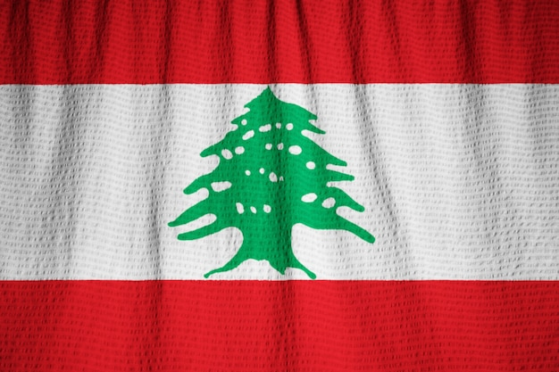 Nahaufnahme der gekräuselten libanon-flagge, der libanon-flagge, die im wind durchbrennt