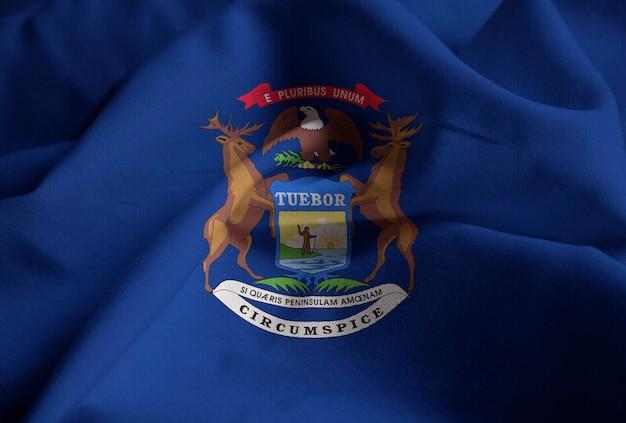 Nahaufnahme der gekräuselten michigan-flagge, michigan-flagge, die im wind durchbrennt