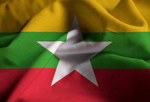 Nahaufnahme der gekräuselten myanmar-flagge, myanmar-flagge, die im wind durchbrennt