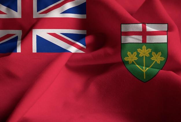 Nahaufnahme der gekräuselten ontario-flagge, ontario-flagge, die im wind durchbrennt