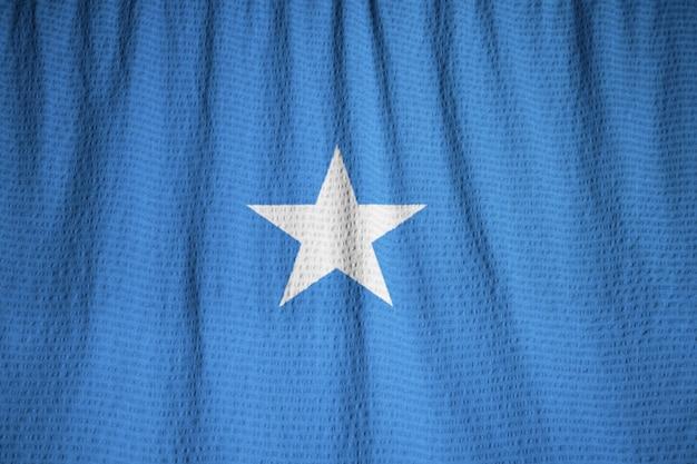 Nahaufnahme der gekräuselten somalia-flagge, somalia-flagge, die im wind durchbrennt