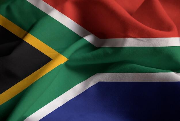 Nahaufnahme der gekräuselten südafrika-flagge, südafrika-flagge, die im wind durchbrennt