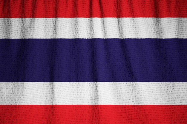 Nahaufnahme der gekräuselten thailand-flagge, thailand-flagge, die im wind durchbrennt