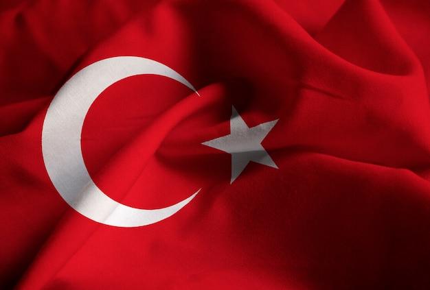 Nahaufnahme der gekräuselten türkei-flagge, die türkei-flagge, die im wind durchbrennt