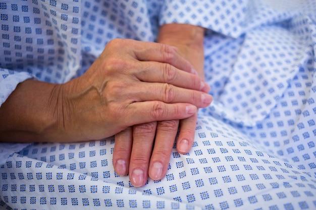 Nahaufnahme der hände älterer patienten