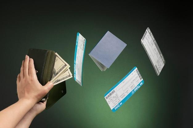 Nahaufnahme der hände, die brieftasche halten