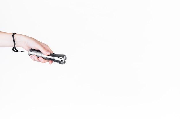 Nahaufnahme der hand einer person, die mikrofon hält