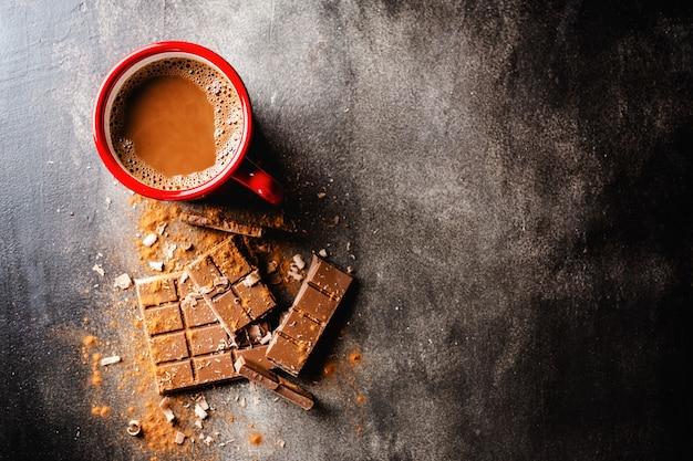 Nahaufnahme der heißen schokolade in der schale