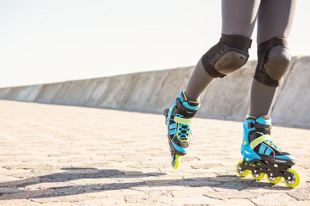 Nahaufnahme der inline-skates schlittschuhlaufen