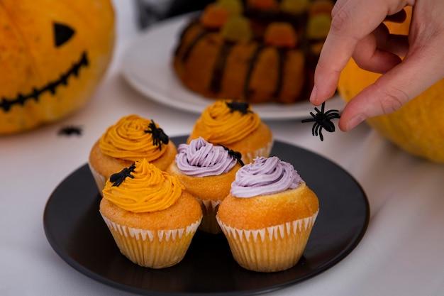 Nahaufnahme der köstlichen halloween-cupcakes