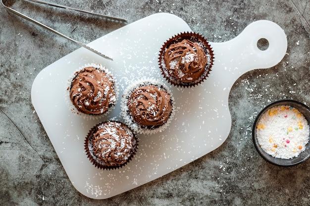 Nahaufnahme der köstlichen schokoladencupcakes