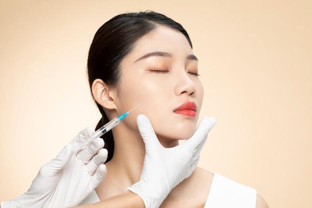 Nahaufnahme der kosmetischen injektion