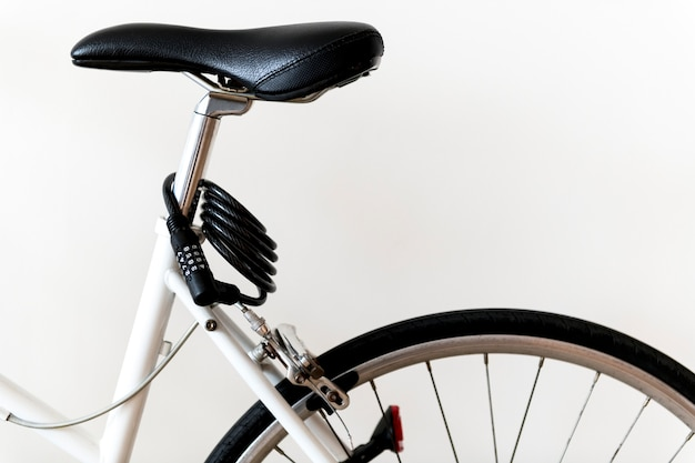 Nahaufnahme der mountainbike lokalisiert auf weißem hintergrund