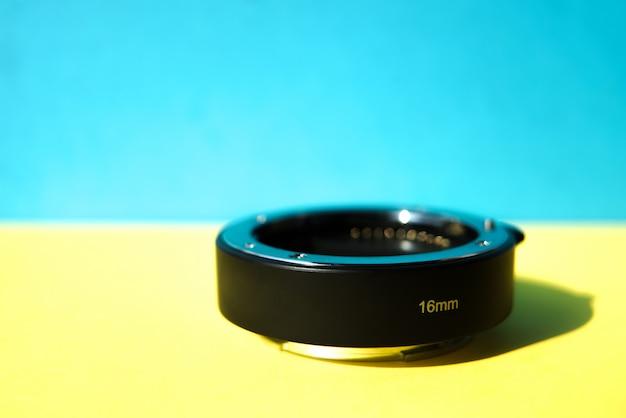 Nahaufnahme der schwarzen extenderlinse 16 mm