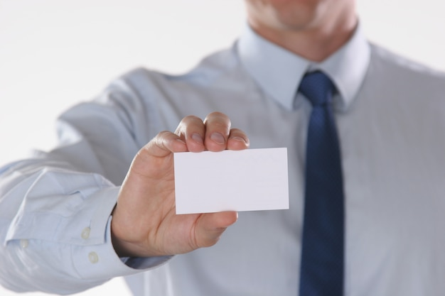 Nahaufnahme der visitenkarte bemannt innen hand