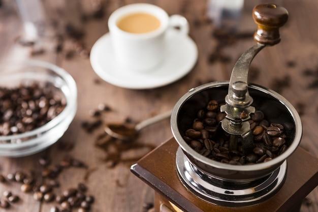 Nahaufnahme der weinlesekaffeemühle