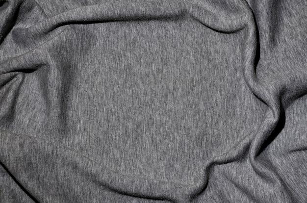 Nahaufnahme der zerknitterten heizung und des gestrickten sportjerseys oder des hoodie