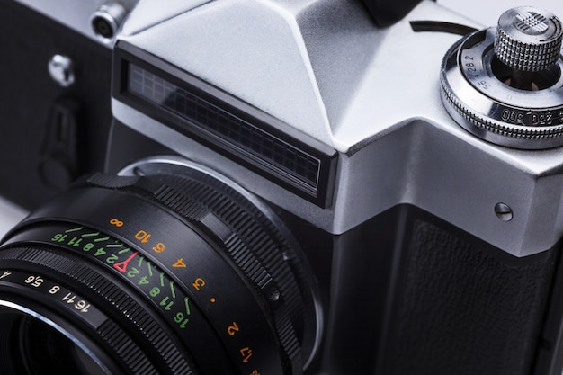 Nahaufnahme des alten retro- filmkameraobjektivs