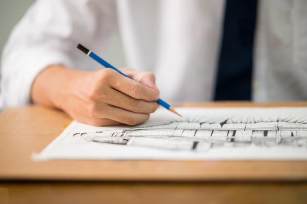 Nahaufnahme des architekten zeichnung auf architekturprojekt design arbeiten an blueprint planungskonzept.